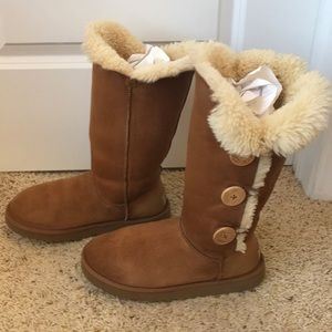 UGG Bailey Button Triplet Boots Chestnut